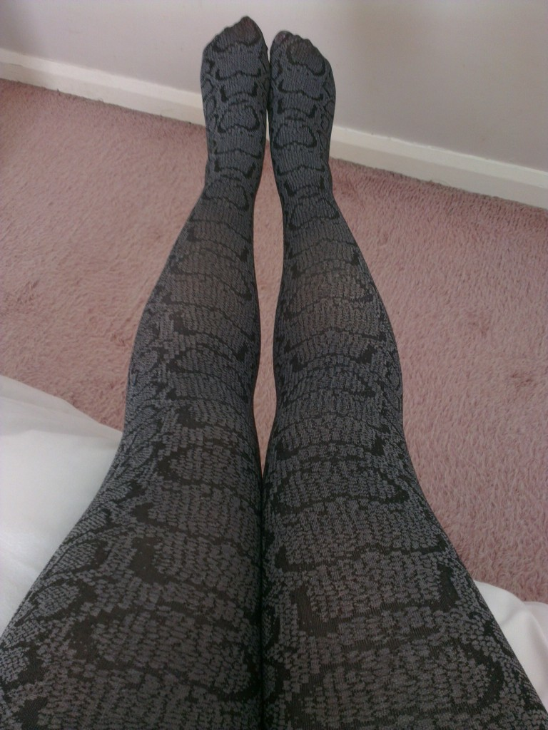Snakeskin look tights in grey
