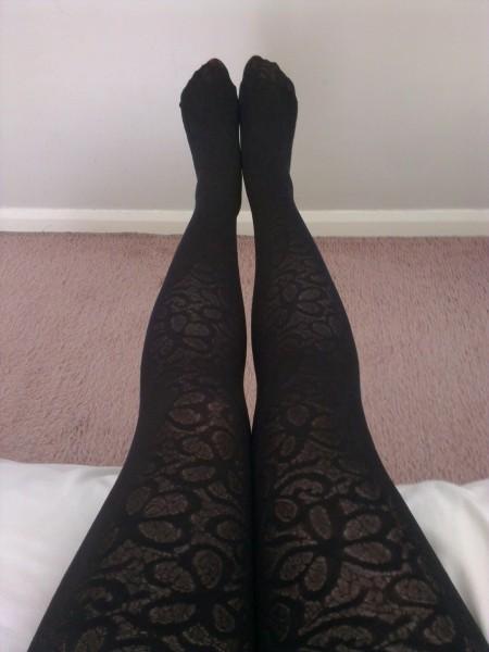 Golden lady, velvet flowers, black tights