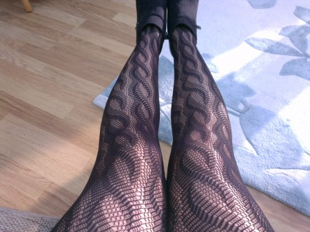 Wave fishnet tights